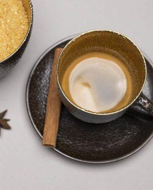 Landbeck Keramik Espressotasse Braun Gold und Zimtstange