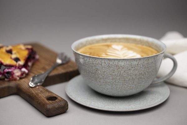 Landbeck Keramik Tasse Hellblau und Kuchen